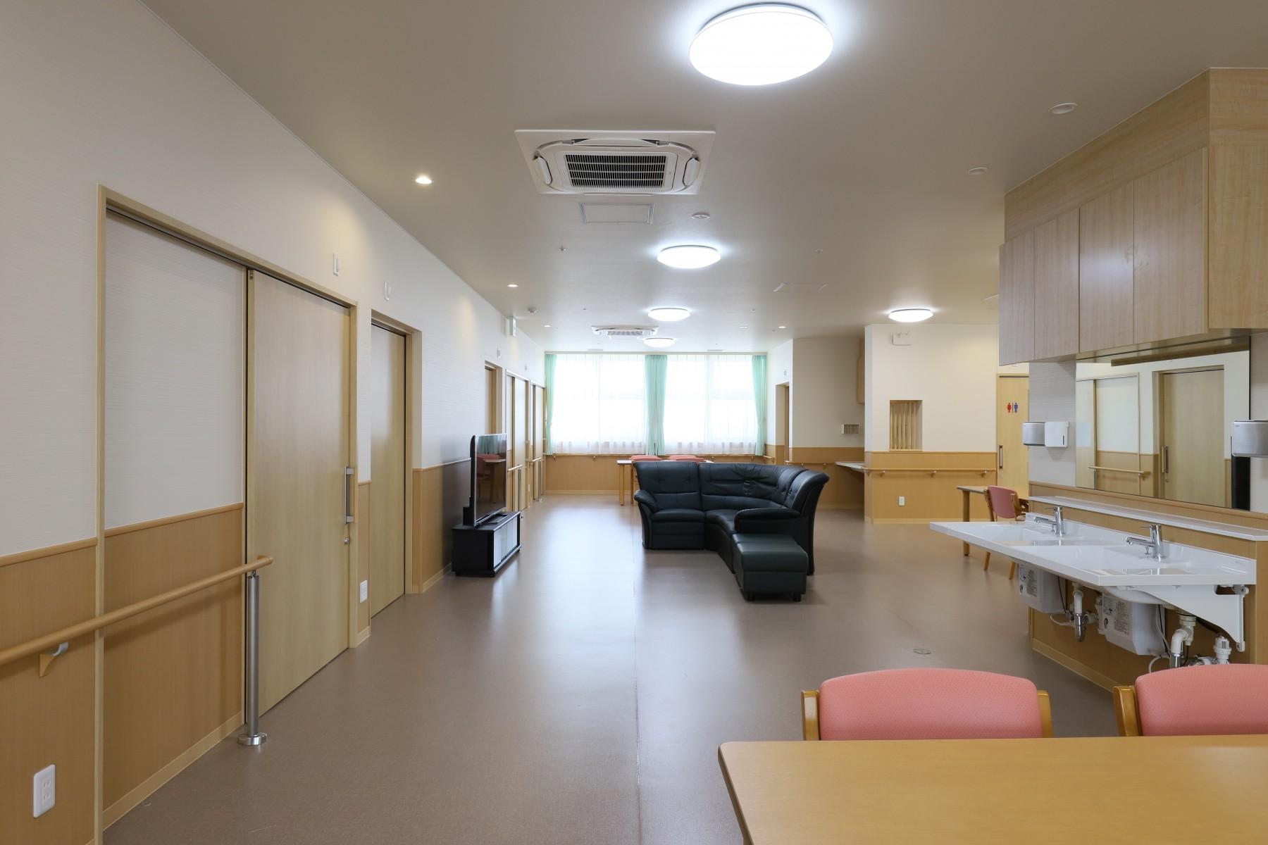 48-2階共同生活室-4
