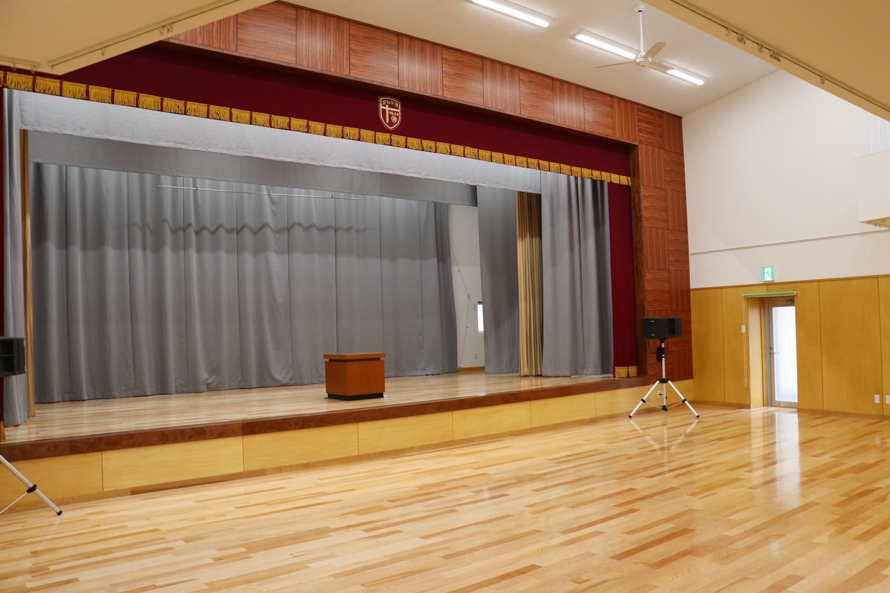 12.遊戯室棟ステージ右面